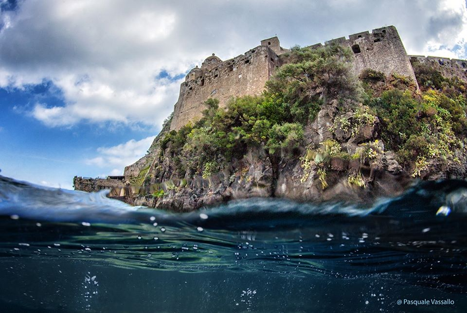 Il mare di Ischia e Procida al tempo del coronavirus