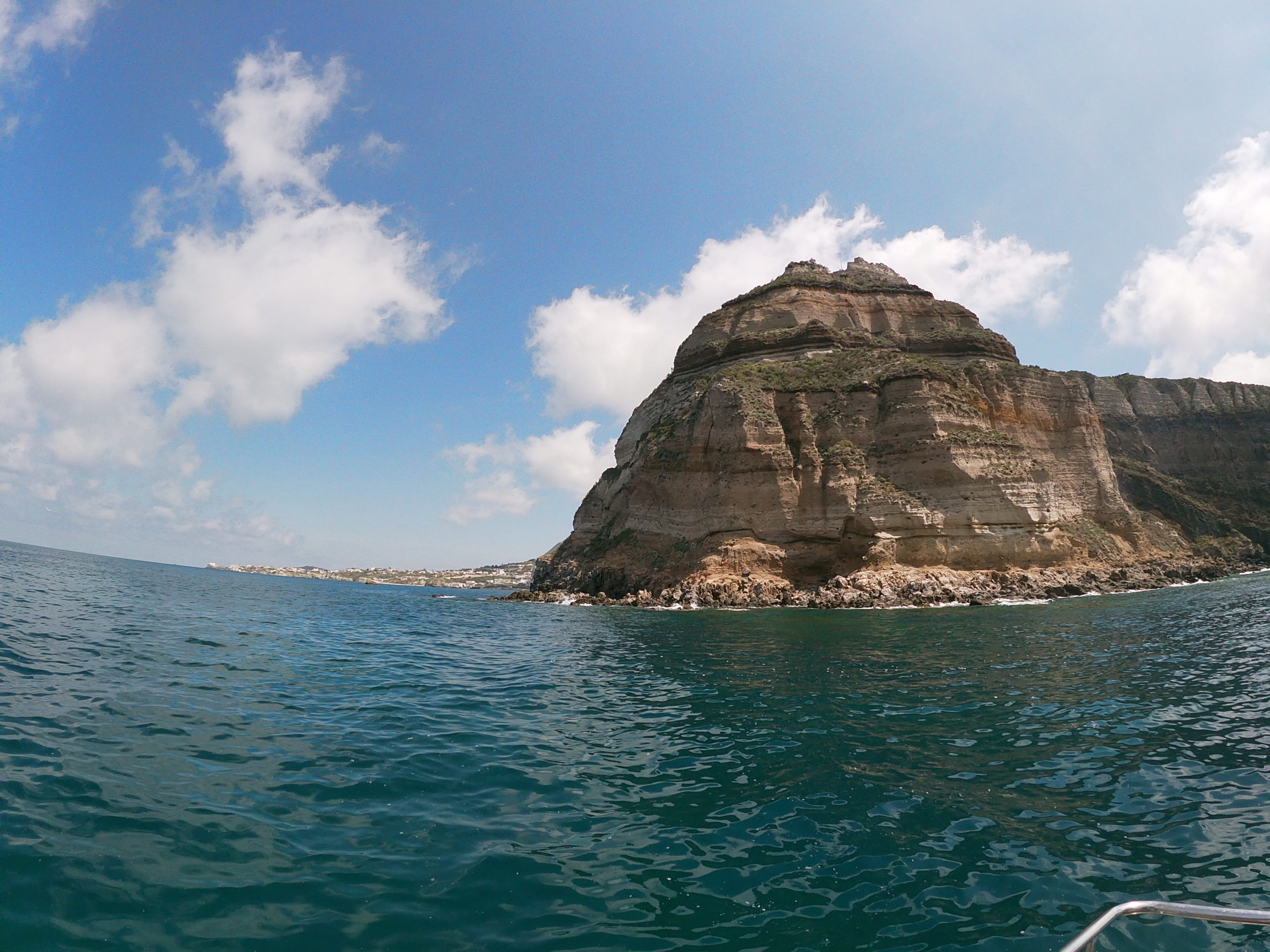 COVID-19. Rinviata al 2021 l'app che farà bene al mare di Ischia e Procida